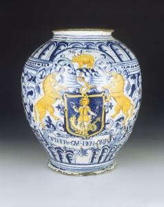 Delft drug jar