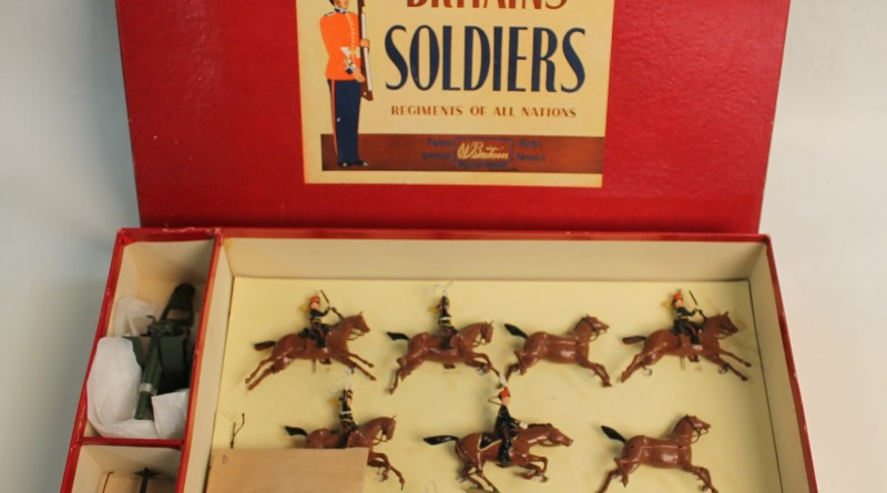 a BRITAIN'S BOXED SET (NO. 9419) ROYAL HORSE ARTILLERY GUN AND TEAM
