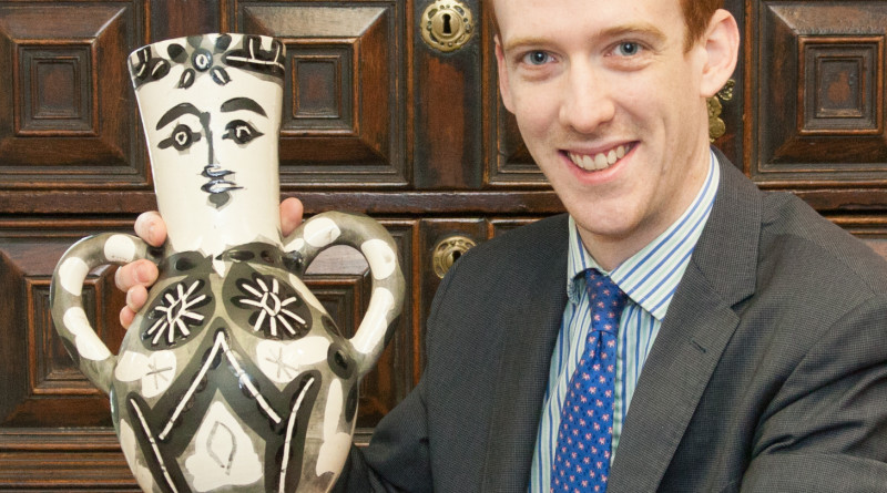 Hansons' Arts valuer John Keightley with picasso vase