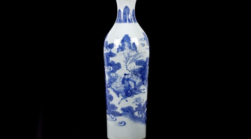 A Chinese blue and white sleeve vase from the Transitional Period