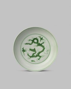 A RARE CHINESE IMPERIAL GREEN ENAMELLED 'DRAGON' DISH