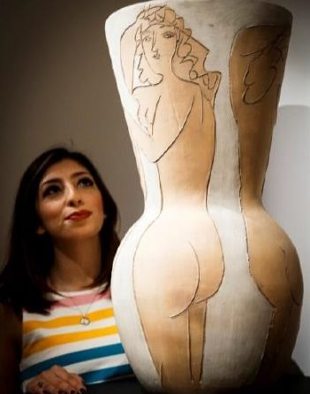 Grand vase aux femme nues by Picasso