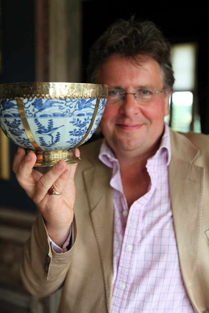 Antiques Roadshow expert Lars Tharp