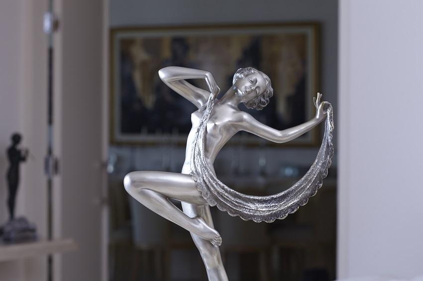 An Art Deco figurine
