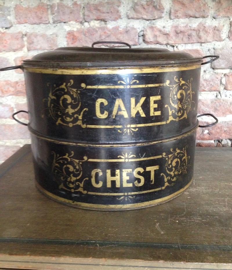 A late-Victorian Toleware cake tin